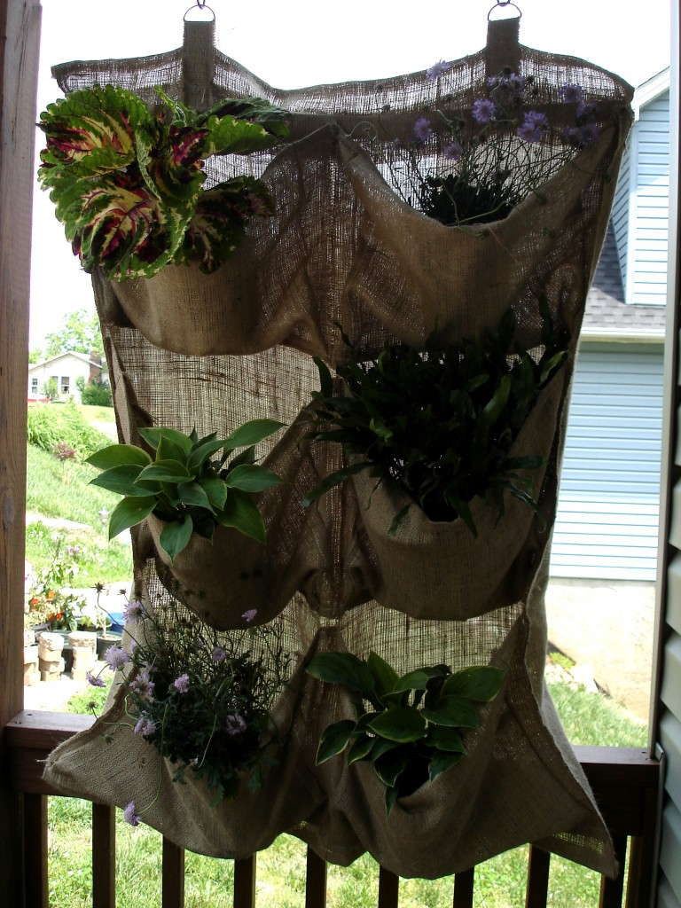 187 Tutorial Burlap Hanging Planter